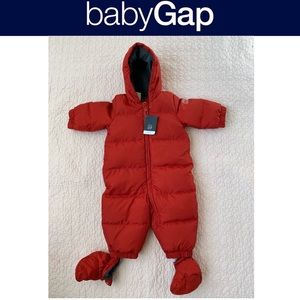 NWT Baby Gap snow suit size 6-9 months